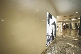 H & M feature walls in mall, venetian plaster decorative paint and plaster